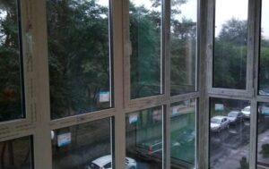 окна от пола до потолка с монтажем