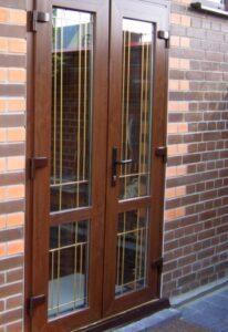 металлопластиковые двери со шпросами